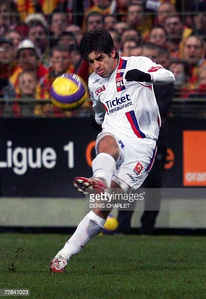 Lyon's Brazilian defender Juninho kicks the ball during the French L1 football match Lens vs Lyon 17 december 2006 at The Felix Bollaert Stadium in...