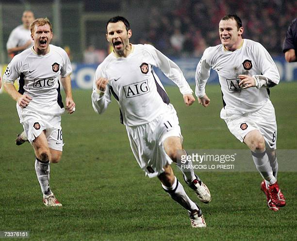 Manchester's Brotish forward Ryan Giggs followed by his teammate Wayne Rooney and Paul Scholes celebrates his goal during the Champions League...