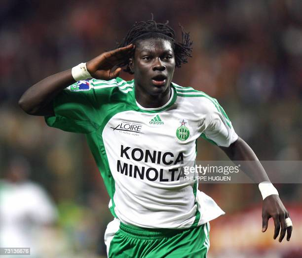SaintEtienne's forward Bafetimbi Gomis celebrates after scoring a goal during the French L1 football match Lens vs SaintEtienne 28 January 2007 at...