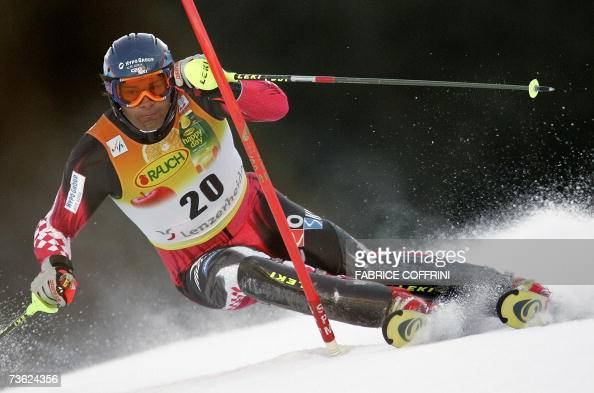 Croatian Ivica Kostelic competes during the men's slalom first run at the Alpine Ski World Cup finals in Lenzerheide 18 March 2007 AFP PHOTO /...