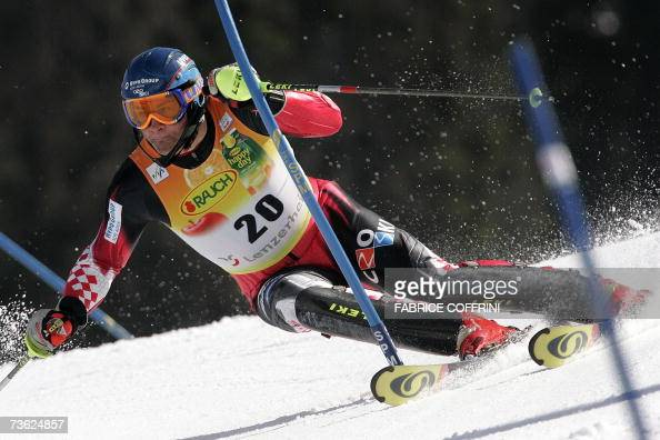 Croatian Ivica Kostelic competes during the men's slalom second run at the Alpine Ski World Cup finals in Lenzerheide 18 March 2007 AFP PHOTO /...
