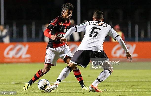Leo Moura of Flamengo fights for the ball with Guilherme Lazaroni of Figueirense during a match between Flamengo and Figueirense of Brasileirao...