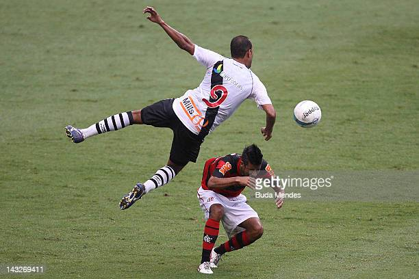 Leo Moura of Flamengo struggles for the ball with Alecsandro of Vasco da Gama during a match between Flamengo v Vasco da Gama as part of Semifinal...