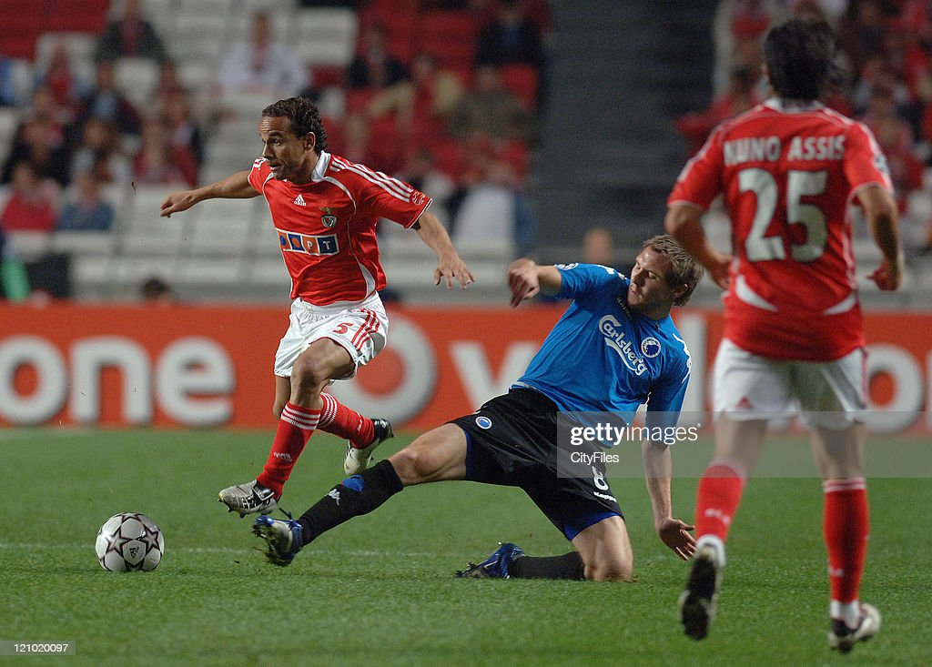 Leo of Benfica and Silberbauer of Copenhagen during the UEFA Champions Leage, Group F SL Benfica vs FC Copenhagen at Luz Stadium in Lisbon, Portugal on November 21, 2006