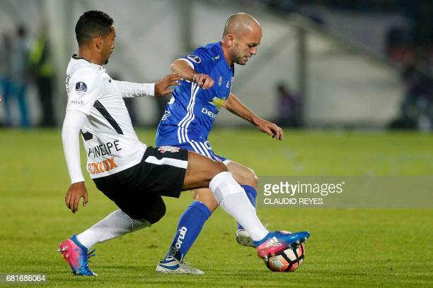 Leo Principe of Brazil's Corinthians vies for the ball with Gustavo Lorenzetti of Chile's Universidad de Chile during their 2017 Sudamericana Cup...