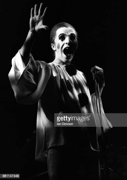 Leo Sayer performing on stage at Rainbow Theatre London 10 November 1973