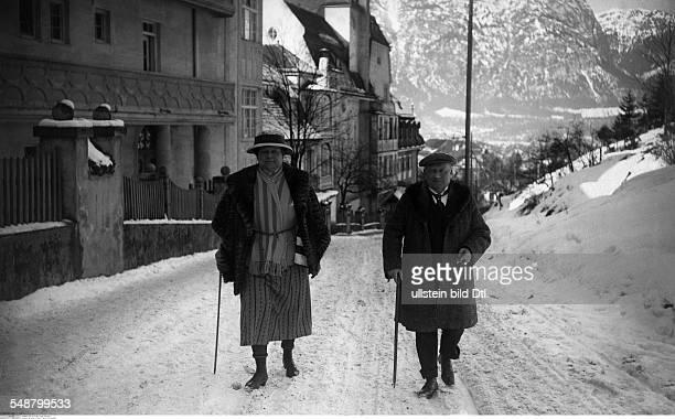 Leo Stinnes *27081864 Kommerzienrat D Feriengaeste in GarmischPartenkirchen Herr und Frau Leo Stinnes aus Mannheim undatiert veröffentlicht Dame...