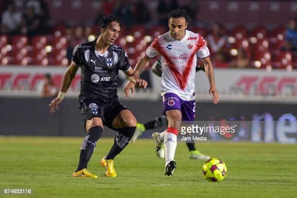 Leobardo Lopez of Veracruz drives the ball during the 16th round match between Veracruz and Monterrey as part of the Torneo Clausura 2017 Liga MX at...