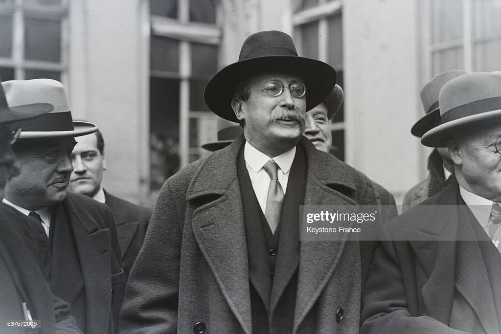 <a gi-track='captionPersonalityLinkClicked' href=/galleries/search?phrase=Leon+Blum&family=editorial&specificpeople=882353 ng-click='$event.stopPropagation()'>Leon Blum</a> leavs the Dominique street in Paris, France, circa 1930.