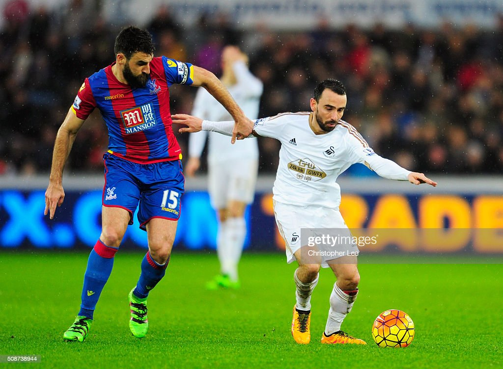 <a gi-track='captionPersonalityLinkClicked' href=/galleries/search?phrase=Leon+Britton+-+Fotbollsspelare&family=editorial&specificpeople=12884689 ng-click='$event.stopPropagation()'>Leon Britton</a> of Swansea City and <a gi-track='captionPersonalityLinkClicked' href=/galleries/search?phrase=Mile+Jedinak&family=editorial&specificpeople=3123629 ng-click='$event.stopPropagation()'>Mile Jedinak</a> of Crystal Palace compete for the ball during the Barclays Premier League match between Swansea City and Crystal Palace at the Liberty Stadium on February 6, 2016 in Swansea, Wales.