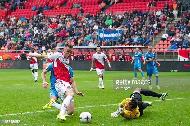 Leon de Kogel of FC Utrecht goalkeeper David Meul of Willem II during the Dutch Eredivisie match between FC Utrecht and Willem II Tilburg at the...