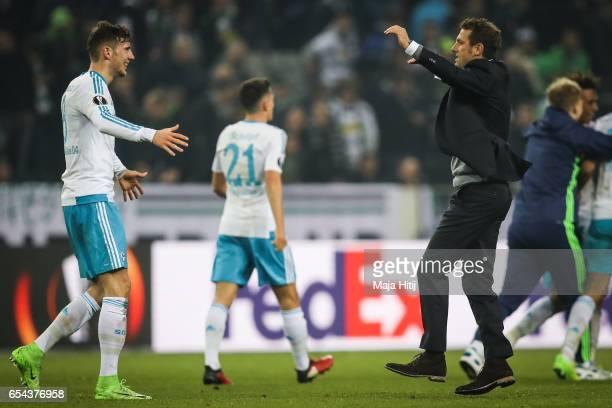 Leon Goretzka and Markus Weinzierl head coach of Schalke celebrate after the UEFA Europa League Round of 16 second leg match between Borussia...