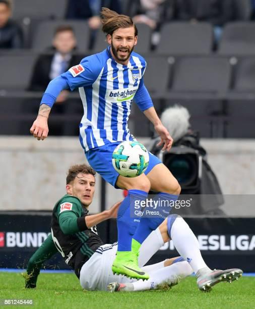 Leon Goretzka of FC Schalke 04 and Marvin Plattenhardt of Hertha BSC during the game between Hertha BSC and Schalke 04 on october 14 2017 in Berlin...