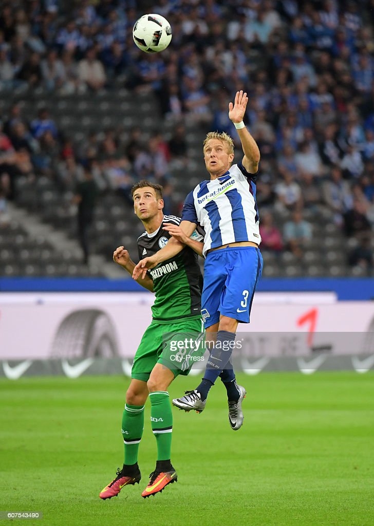 Leon Goretzka of FC Schalke 04 and Per Skjelbred of Hertha BSC during the game between Hertha BSC and FC Schalke 04 on September 18, 2016 in Berlin, Germany.