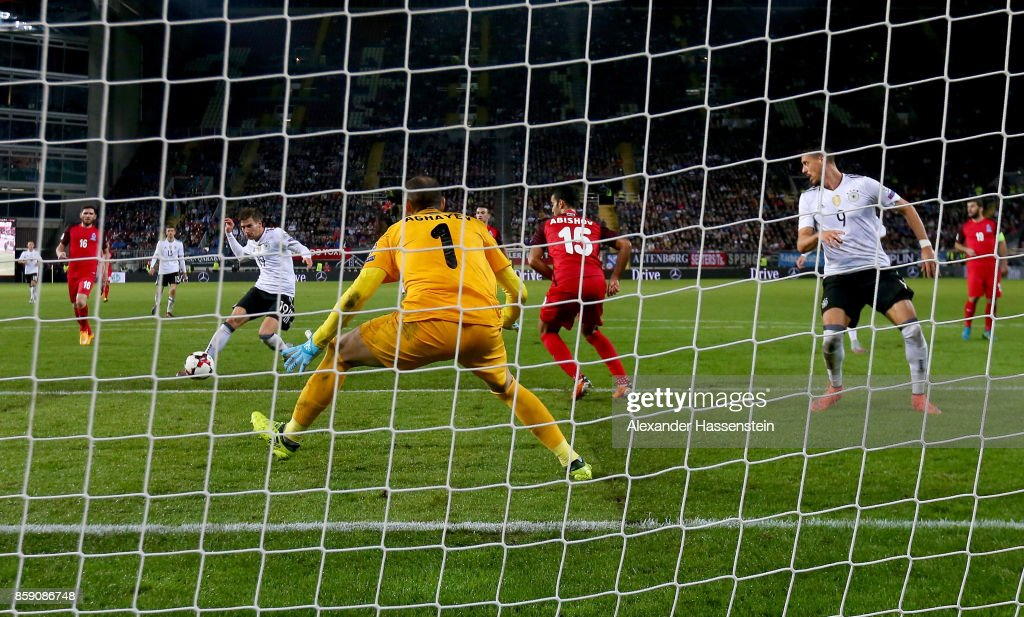 Leon Goretzka of Germany scores the 4th during the FIFA 2018 World Cup Qualifier between Germany and Azerbaijan at Fritz-Walter-Stadion on October 8, 2017 in Kaiserslautern, Rhineland-Palatinate.