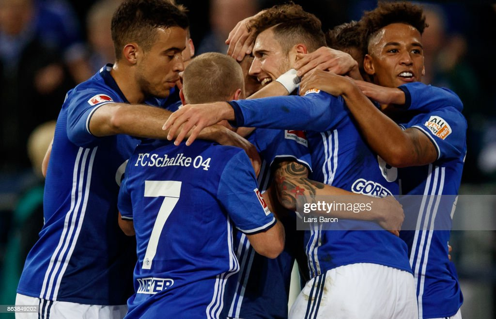 Leon Goretzka of Schalke celebrates with team mates after scoring his teams first goal during the Bundesliga match between FC Schalke 04 and 1. FSV Mainz 05 at Veltins-Arena on October 20, 2017 in Gelsenkirchen, Germany.