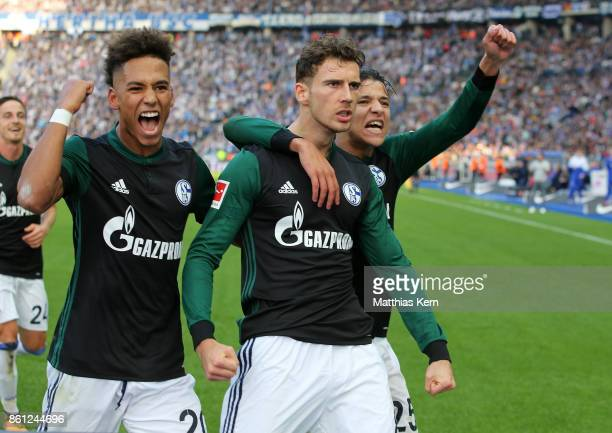 Leon Goretzka of Schalke jubilates with team mates after scoring the first goal during the Bundesliga match between Hertha BSC and FC Schalke 04 at...