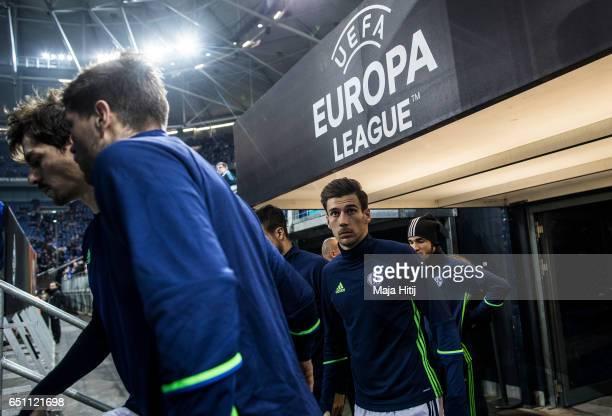 Leon Goretzka of Schalke looks on prior the UEFA Europa League Round of 16 first leg match between FC Schalke 04 and Borussia Moenchengladbach at...