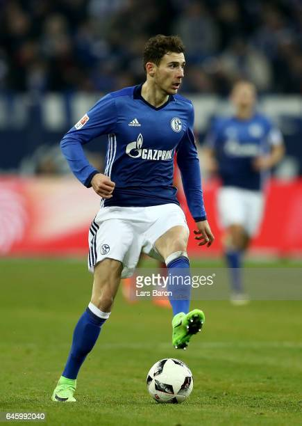 Leon Goretzka of Schalke runs with the ball during the Bundesliga match between FC Schalke 04 and TSG 1899 Hoffenheim at VeltinsArena on February 26...