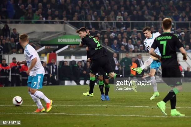 Leon Goretzka of Schalke scores his team's first goal during the UEFA Europa League Round of 16 second leg match between Borussia Moenchengladbach...