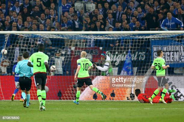 Leon Goretzka of Schalke scores the first goal during the UEFA Europa League quarter final second leg match between FC Schalke 04 and Ajax Amsterdam...