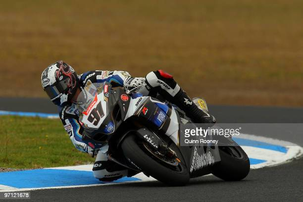 Leon Haslam of Great Britain and Team Suzuki Alstare rounds the bend during qualifying practise for round one of the Superbike World Championship at...