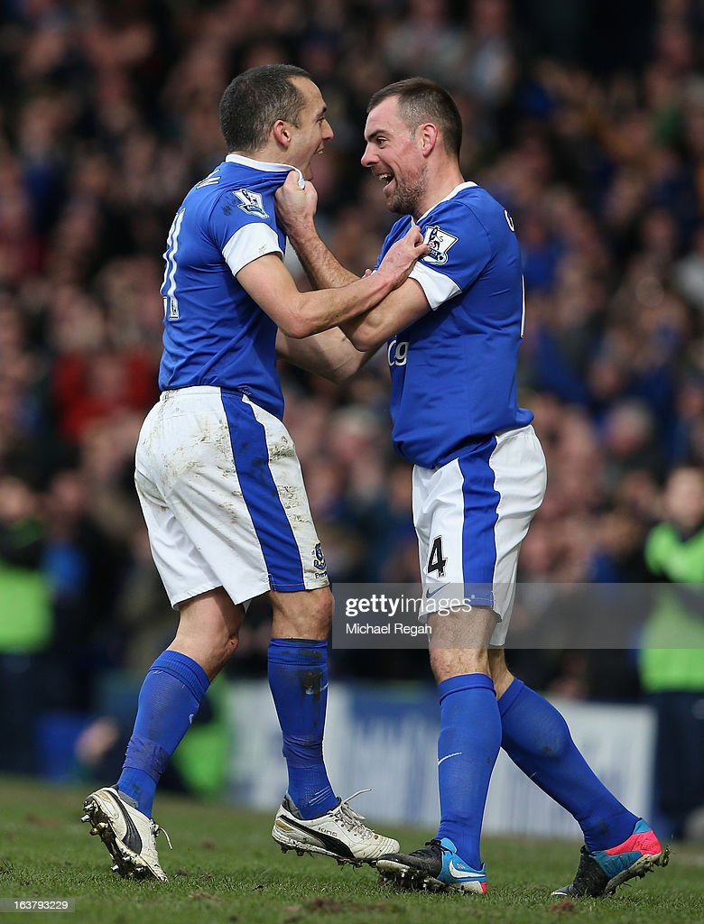 <a gi-track='captionPersonalityLinkClicked' href=/galleries/search?phrase=Leon+Osman&family=editorial&specificpeople=208939 ng-click='$event.stopPropagation()'>Leon Osman</a> (l) of Everton celebrates scoring the opening goal with team-mate <a gi-track='captionPersonalityLinkClicked' href=/galleries/search?phrase=Darron+Gibson&family=editorial&specificpeople=744328 ng-click='$event.stopPropagation()'>Darron Gibson</a> during the Barclays Premier League match between Everton and Manchester City at Goodison Park on March 16, 2013 in Liverpool, England.