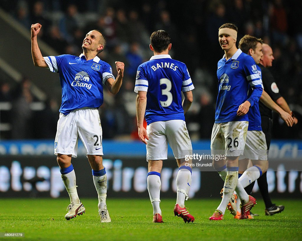 Leon Osman of Everton celebrates scoring their third goal during the Barclays Premier League match between Newcastle United and Everton at St James' Park on March 25, 2014 in Newcastle upon Tyne, England.