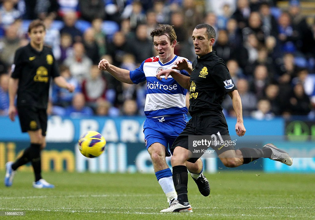 <a gi-track='captionPersonalityLinkClicked' href=/galleries/search?phrase=Leon+Osman&family=editorial&specificpeople=208939 ng-click='$event.stopPropagation()'>Leon Osman</a> of Everton clears the ball from <a gi-track='captionPersonalityLinkClicked' href=/galleries/search?phrase=Jay+Tabb&family=editorial&specificpeople=638761 ng-click='$event.stopPropagation()'>Jay Tabb</a> of Reading during the Barclays Premier League match between Reading and Everton at Madejski Stadium on November 17, 2012 in Reading, England.