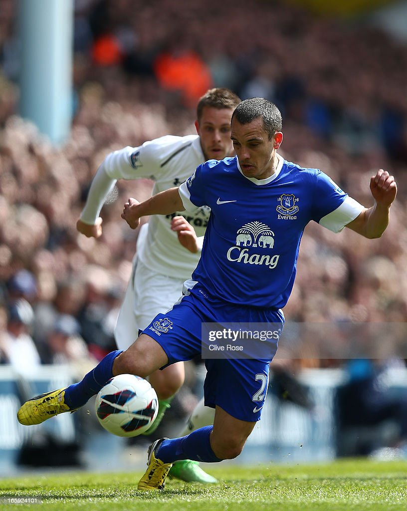 Leon Osman of Everton controls the ball during the Barclays Premier League match between Tottenham Hotspur and Everton at White Hart Lane on April 7, 2013 in London, England.