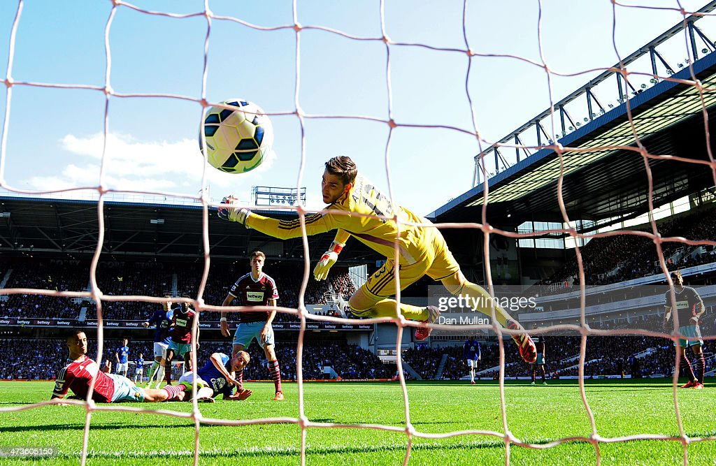 Leon Osman of Everton scores his team's first goal past Adrian of West Ham during the Barclays Premier League match between West Ham United and Everton at Boleyn Ground on May 16, 2015 in London, England.