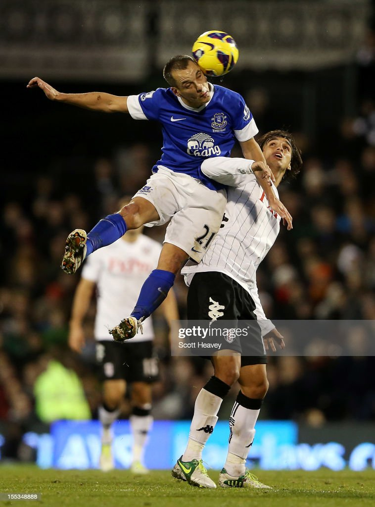 <a gi-track='captionPersonalityLinkClicked' href=/galleries/search?phrase=Leon+Osman&family=editorial&specificpeople=208939 ng-click='$event.stopPropagation()'>Leon Osman</a> of Everton (L) wins the ball ahead of <a gi-track='captionPersonalityLinkClicked' href=/galleries/search?phrase=Bryan+Ruiz&family=editorial&specificpeople=714489 ng-click='$event.stopPropagation()'>Bryan Ruiz</a> of Fulham during the Barclays Premier League match between Fulham and Everton at Craven Cottage on November 3, 2012 in London, England.