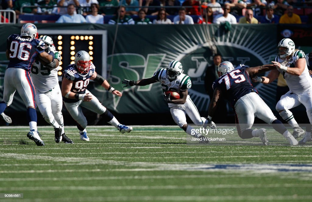 Leon Washington of the New York Jets runs for 19 yards against the New England Patriots during the game on September 20 2009 at Giants Stadium in...