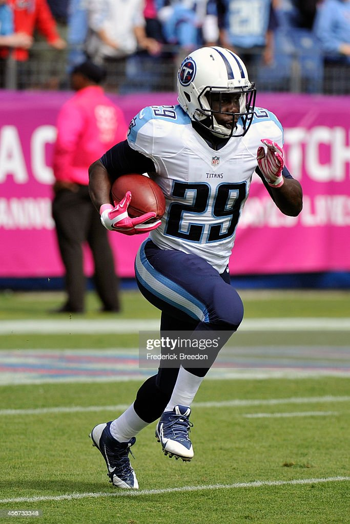 Leon Washington of the Tennessee Titans plays against the Cleveland Browns at LP Field on October 5 2014 in Nashville Tennessee