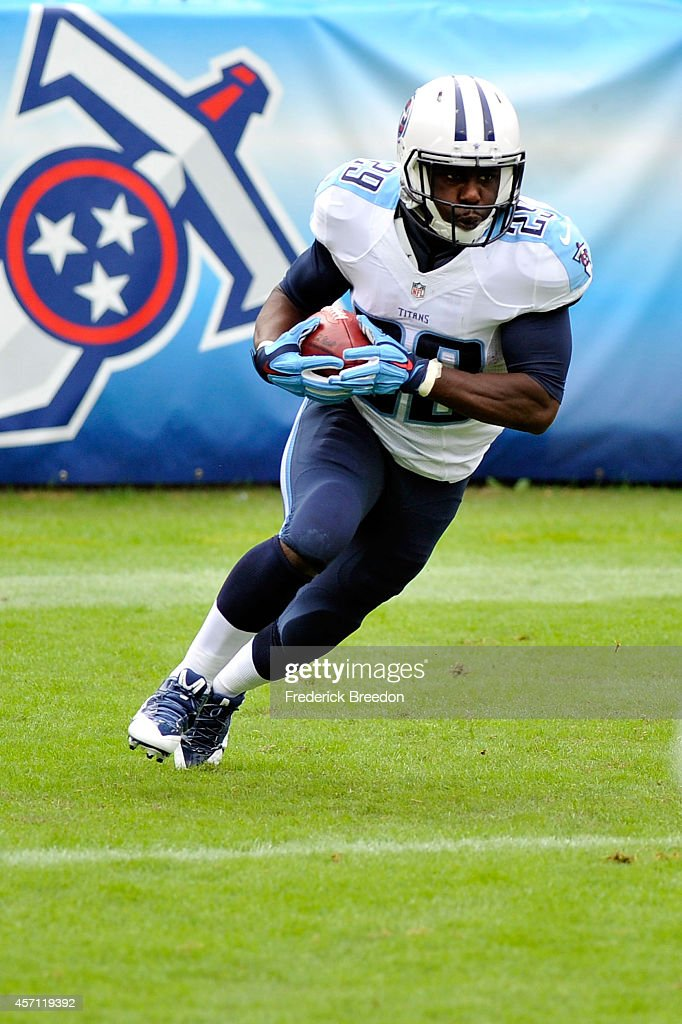 Leon Washington of the Tennessee Titans runs for yards during the first quarter of a game against the Jacksonville Jaguars at LP Field on October 12...