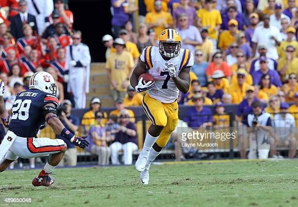 Leonard Fournette of the Louisiana State University Tigers runs against the Auburn University Tigers at Tiger Stadium on September 19 2015 in Baton...