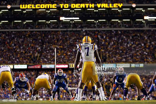 Leonard Fournette of the LSU Tigers prepares to run the ball against the Florida Gators at Tiger Stadium on October 17 2015 in Baton Rouge Louisiana