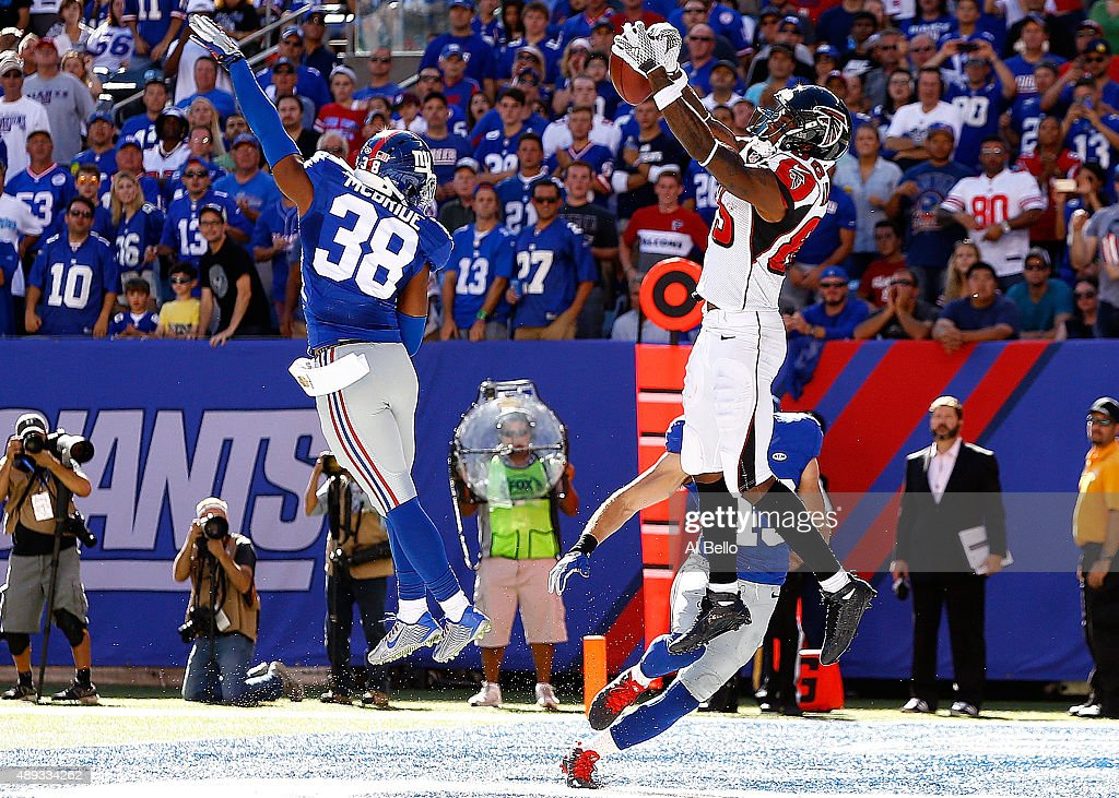 Leonard Hankerson of the Atlanta Falcons catches a touchdown reception in the fourth quarter against the New York Giants at MetLife Stadium on...