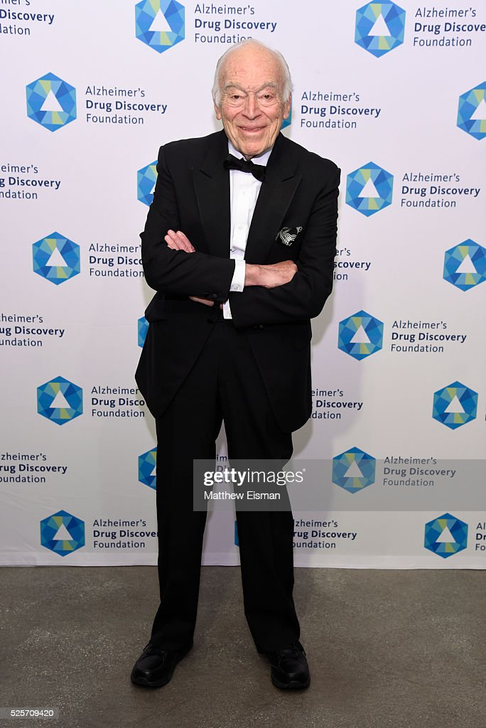 <a gi-track='captionPersonalityLinkClicked' href=/galleries/search?phrase=Leonard+Lauder&family=editorial&specificpeople=224870 ng-click='$event.stopPropagation()'>Leonard Lauder</a> attends Alzheimer's Drug Discovery Foundation 10th Annual Connoisseur's Dinner at Sotheby's on April 28, 2016 in New York City.