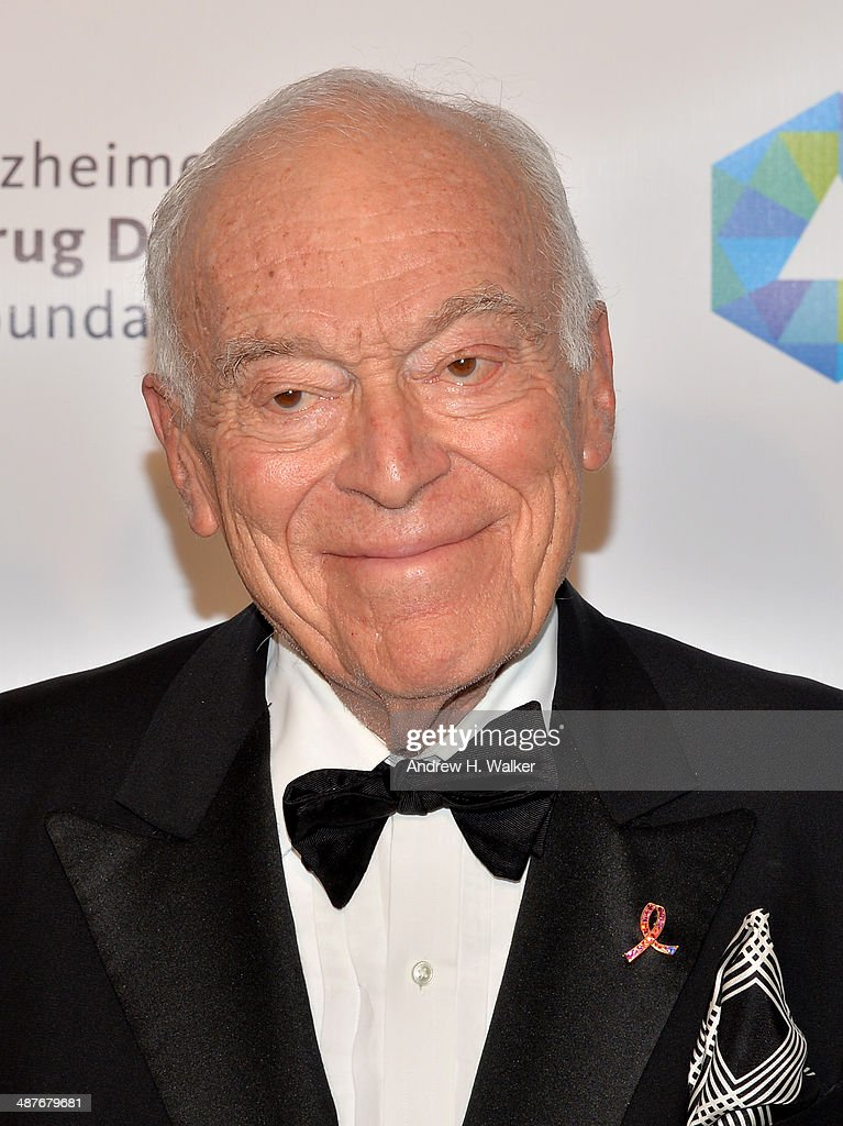 <a gi-track='captionPersonalityLinkClicked' href=/galleries/search?phrase=Leonard+Lauder&family=editorial&specificpeople=224870 ng-click='$event.stopPropagation()'>Leonard Lauder</a> attends Alzheimer's Drug Discovery Foundation eighth Annual Connoisseur's Dinner at Sotheby's on May 1, 2014 in New York City.