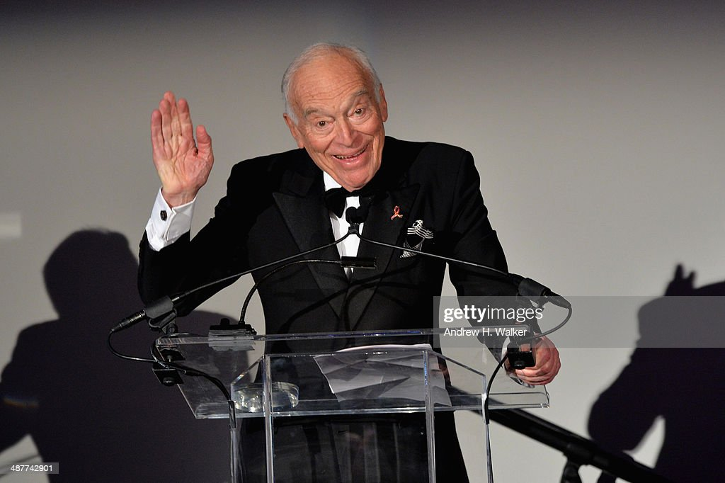 <a gi-track='captionPersonalityLinkClicked' href=/galleries/search?phrase=Leonard+Lauder&family=editorial&specificpeople=224870 ng-click='$event.stopPropagation()'>Leonard Lauder</a> speaks during Alzheimer's Drug Discovery Foundation eighth Annual Connoisseur's Dinner at Sotheby's on May 1, 2014 in New York City.