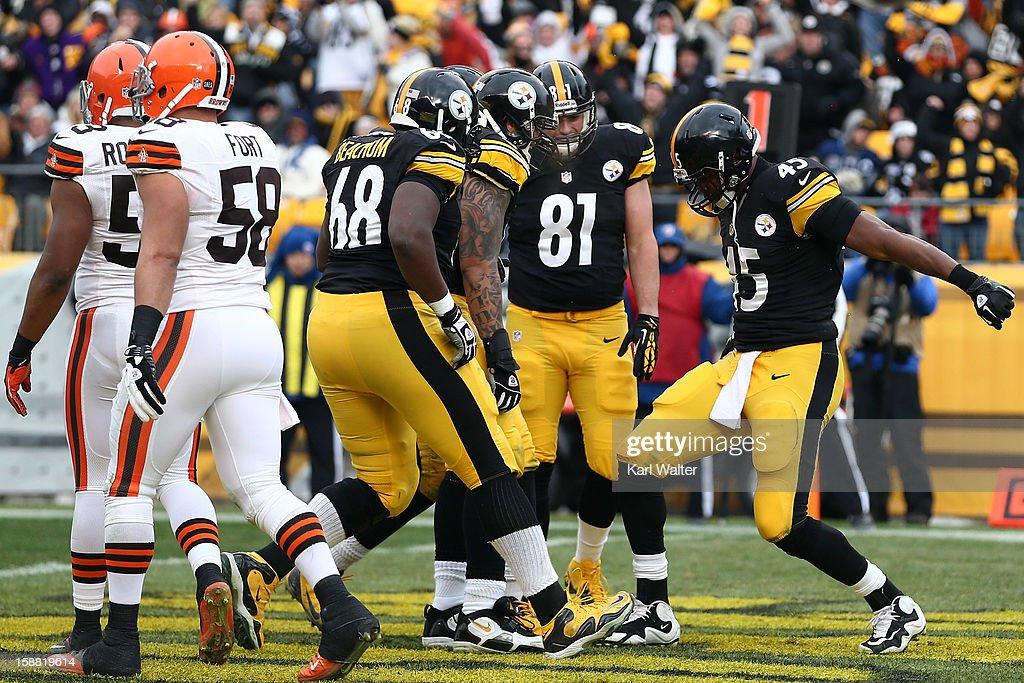 <a gi-track='captionPersonalityLinkClicked' href=/galleries/search?phrase=Leonard+Pope&family=editorial&specificpeople=620694 ng-click='$event.stopPropagation()'>Leonard Pope</a> #45 of the Pittsburgh Steelers (far right) celebrates after his touchdown in the second quarter of the game against the Cleveland Browns at Heinz Field on December 30, 2012 in Pittsburgh, Pennsylvania.