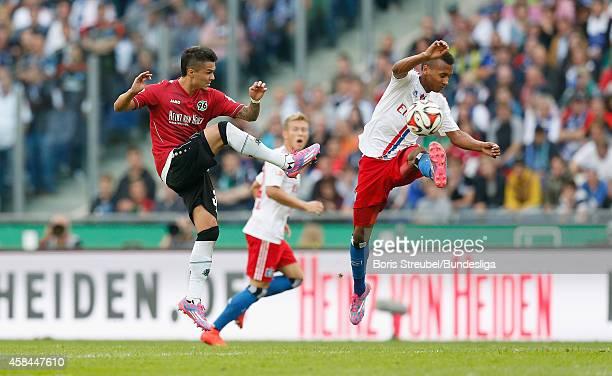 Leonardo Bittencourt aus Hannover im Zweikampf mit Julian Wesley Green aus Hamburg waehrend des 1Bundesligaspiels zwischen Hannover 96 und dem...