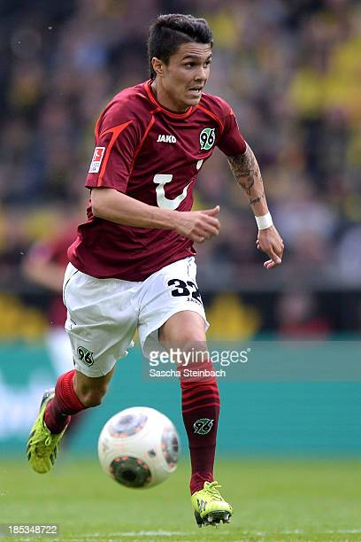 Leonardo Bittencourt of Hannover runs with the ball during the Bundesliga match between Borussia Dortmund and Hannover 96 at Signal Iduna Park on...