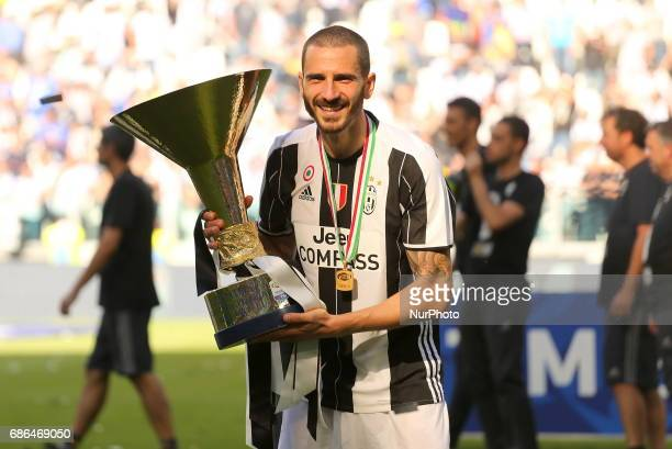 Leonardo Bonucci celebrates the victory of the Italian championship 2016/17 after the Serie A football match between Juventus FC and FC Crotone at...