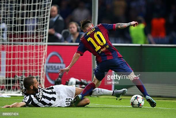 Leonardo Bonucci gegen Lionel Messi FC Barcelona Fussball Championsleague Finale Final Juventus Turin FC Barcelona 13 Saison 2014 / 2015