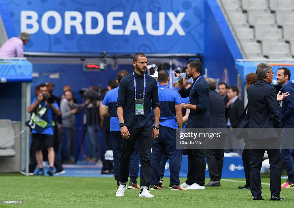 <a gi-track='captionPersonalityLinkClicked' href=/galleries/search?phrase=Leonardo+Bonucci&family=editorial&specificpeople=6166090 ng-click='$event.stopPropagation()'>Leonardo Bonucci</a> (C) looks on during the Italy pitch walkabout at Stade de Bordeaux on July 1, 2016 in Bordeaux, France.