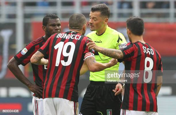 Leonardo Bonucci of AC Milan disputes with Referee Piero Giacomelli during the Serie A match between AC Milan and Genoa CFC at Stadio Giuseppe Meazza...