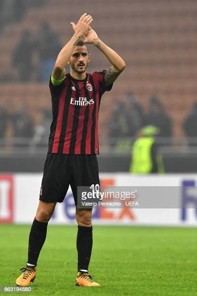 Leonardo Bonucci of AC Milan salutes at the end of the UEFA Europa League group D match between AC Milan and AEK Athen on October 19 2017 in Milan...