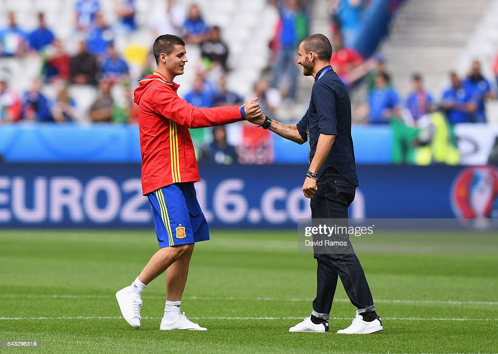 <a gi-track='captionPersonalityLinkClicked' href=/galleries/search?phrase=Leonardo+Bonucci&family=editorial&specificpeople=6166090 ng-click='$event.stopPropagation()'>Leonardo Bonucci</a> (R) of Italy and <a gi-track='captionPersonalityLinkClicked' href=/galleries/search?phrase=Alvaro+Morata&family=editorial&specificpeople=6523866 ng-click='$event.stopPropagation()'>Alvaro Morata</a> (L) of Spain shake hands prior to the UEFA EURO 2016 round of 16 match between Italy and Spain at Stade de France on June 27, 2016 in Paris, France.